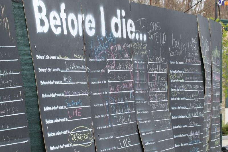Before I die art installation