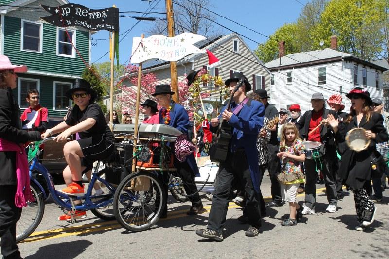 Wake Up the Earth parade: Honk band